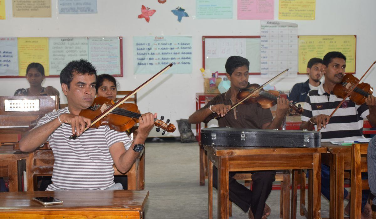 Violin lessons at South Asia Global Music Campus, a music teacher training in Sri Lanka