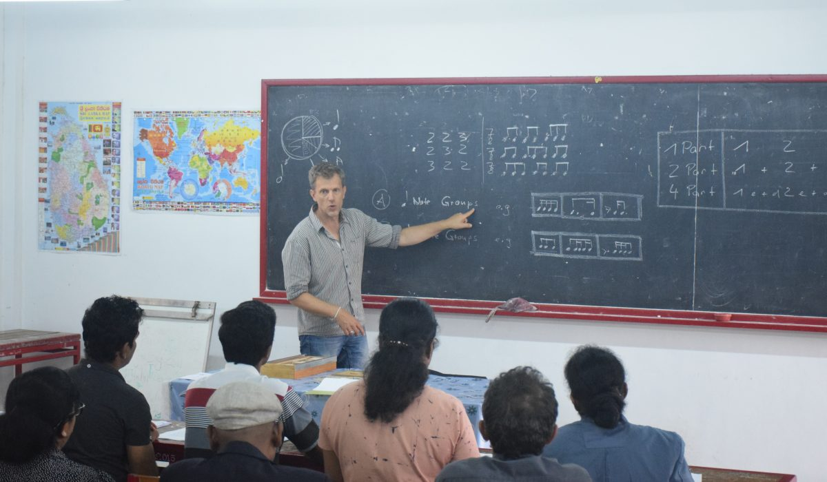 Dietrich Wöhrlin giving a lesson at Global Music Campus in Sri Lanka